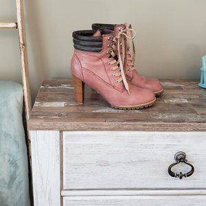 Two Lips Boots